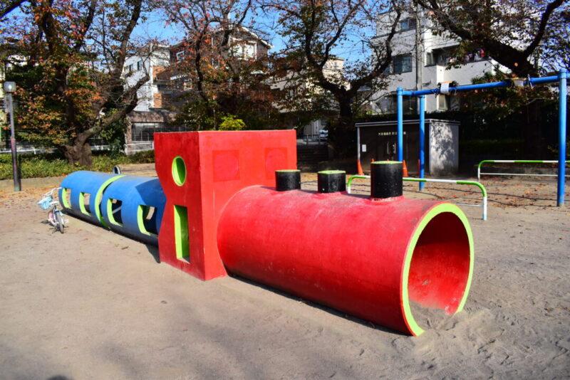 葉根木公園 汽車型土管