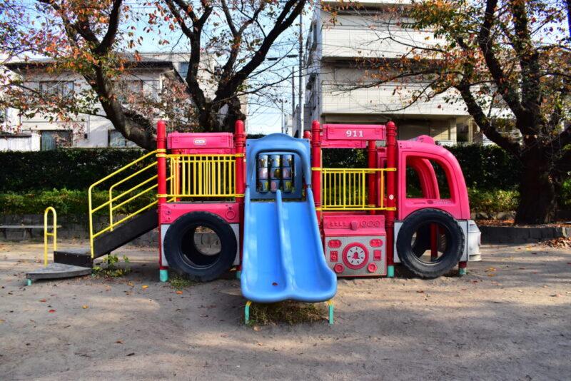 葉根木公園 消防車型遊具