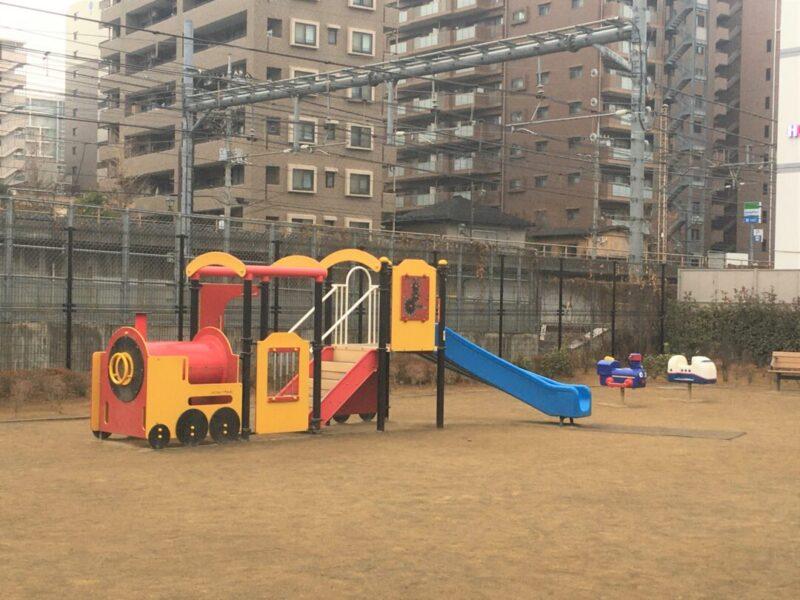 東通りでんしゃ公園の遊具