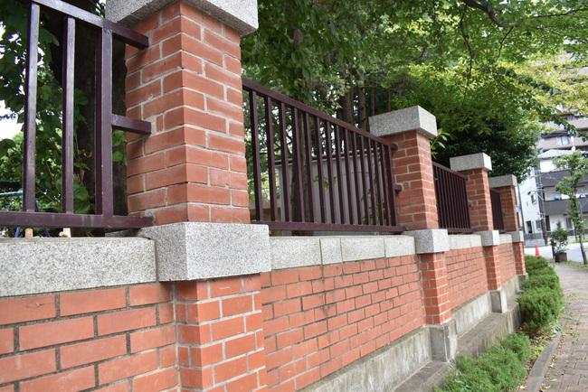 常盤公園赤レンガの塀