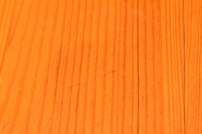 床の油性ペン跡