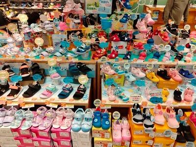 「子ども靴専門店ゲンキ・キッズ」の靴